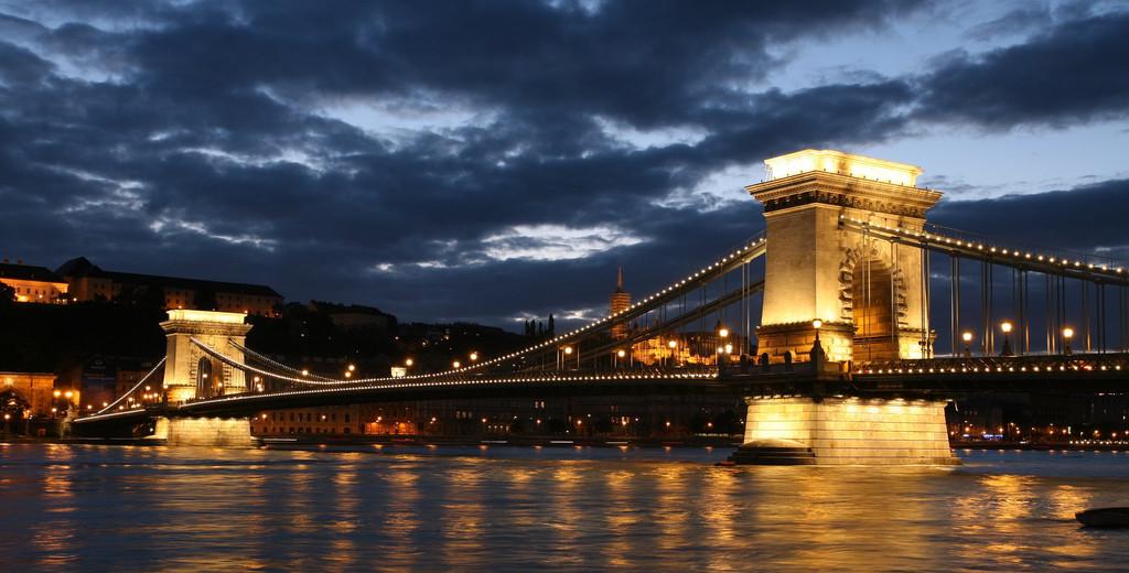 Vista del Puente de Las Cadenas (Budapest, Hungría)