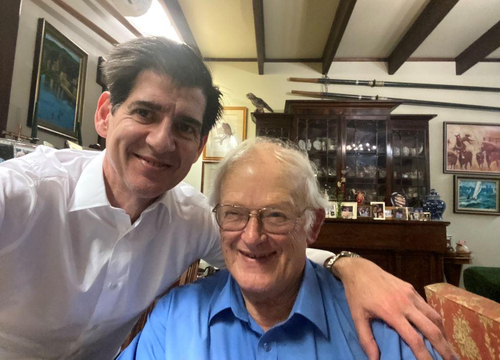 El Dr. Piñal con el profesor Ian Taylor